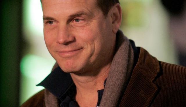 Bill Paxton rejoint Tom Cruise dans un enfer futuriste