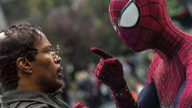 Jamie Foxx s'affiche en bleu dans les nouvelles photos de The Amazing Spider-man 2
