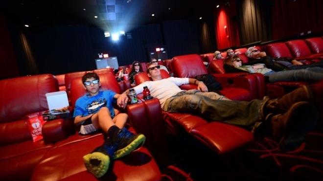 Des cinémas équipés de sièges aussi confortables que des lits aux États-Unis (Photo)