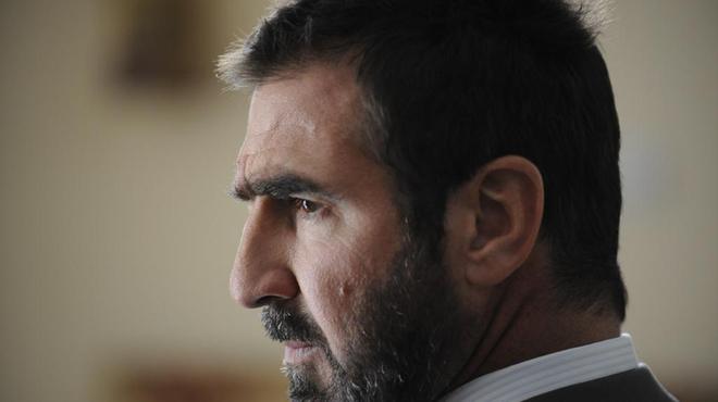 Éric Cantona se met à la natation synchronisée
