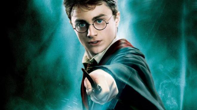 Harry Potter : Après les livres, le cinéma et internet, le sorcier s'attaque au théâtre
