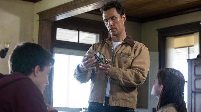 Matthew McConaughey s'envoie en l'air dans le nouveau trailer d'Interstellar
