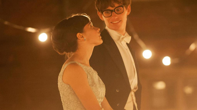 Eddie Redmayne devient Stephen Hawking dans The Theory of Everything (Bande-annonce)