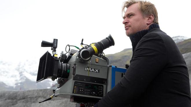 Christopher Nolan n'abandonne pas les super héros