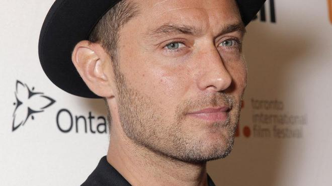 Jude Law retrouve Guy Ritchie pour King Arthur