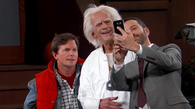 Michael J. Fox et Christopher Lloyd arrivent en DeLorean chez Jimmy Kimmel !