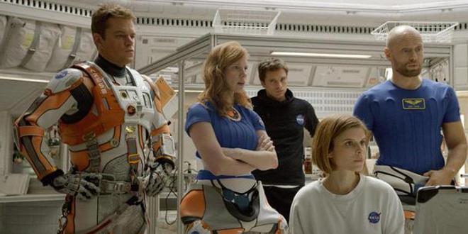 Box-office US : Seul sur Mars toujours en tête, flop pour Bradley Cooper