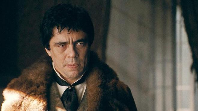 Benicio Del Toro (Sin City) sort les crocs !
