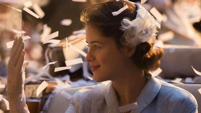 The Crown : La série sur Elizabeth ll se dévoile (Bande-annonce)