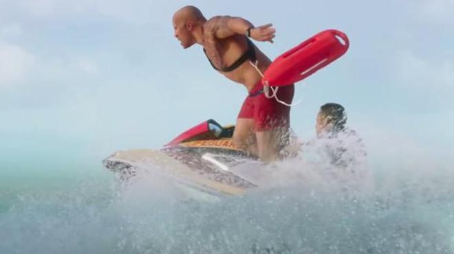 Alerte à Malibu : découvrez la bande-annonce avec Zac Efron et Dwayne Johnson !