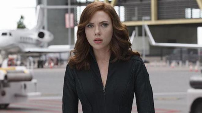 Scarlett Johansson invite son sosie à l'avant-première de son prochain film !