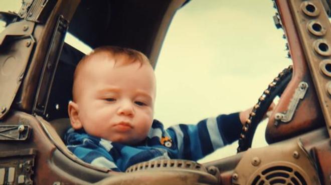 Mad Max Fury Road : des parents refont le film avec leurs enfants et c'est génial