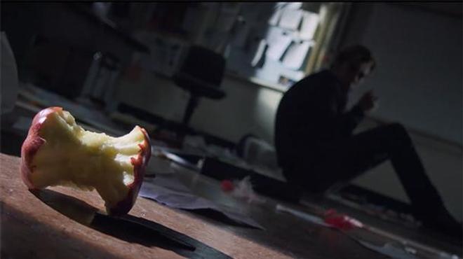 Light rencontre Ryûk dans le premier extrait de Death Note