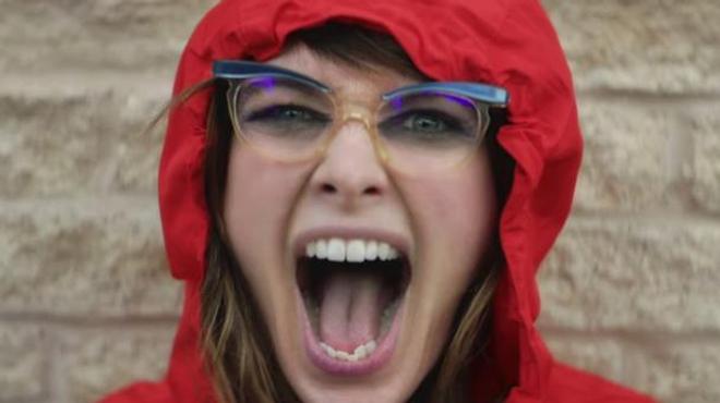 Lena Headey est folle à lier dans le nouveau clip de Kasabian