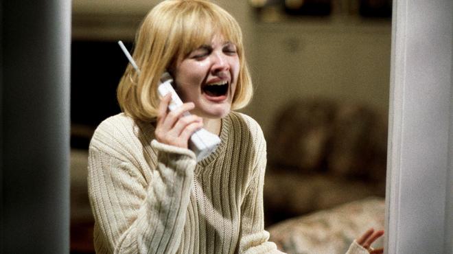 Drew Barrymore développe une série d'horreur avec une équipe excusivement féminine