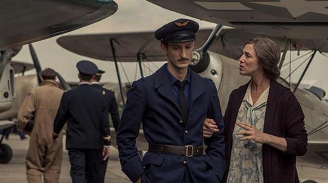La Promesse de l'Aube : le sublime trailer avec Pierre Niney et Charlotte Gainsbourg