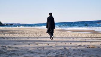 Seule sur la plage la nuit : le Hong Sang-soo le plus personnel ?