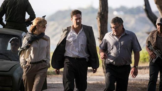 Beirut : Jon Hamm et Rosamund Pike négocient une prise d'otages dans le premier trailer