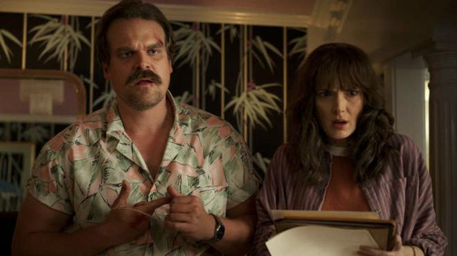 Stranger Things : un fan imagine le générique hilarant d'un spin-off sur Hopper