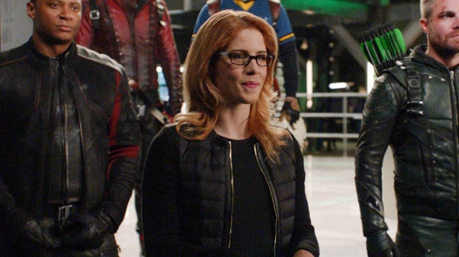 Arrowverse : Crisis on Infinite Earths expliquera l'absence de Felicity