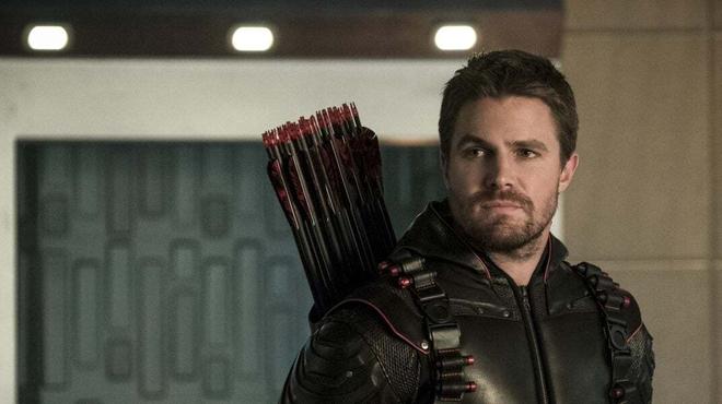 Arrow saison 8 : Stephen Amell a tourné sa dernière scène en Green Arrow