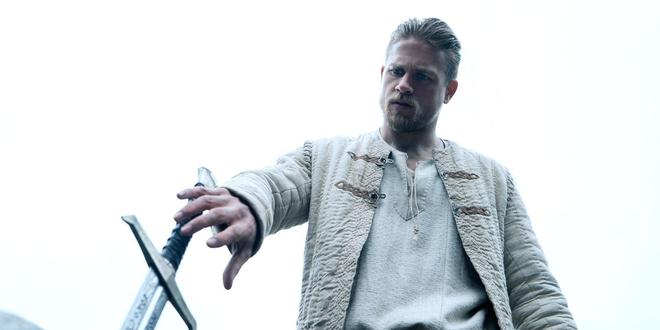 Le Roi Arthur dimanche 9 février sur TF1 : comment Charlie Hunnam s'est préparé pour le rôle ?