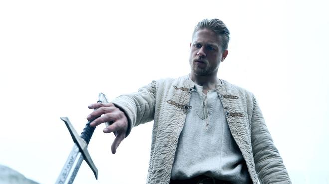 Le Roi Arthur : comment Charlie Hunnam s'est préparé pour le rôle ?