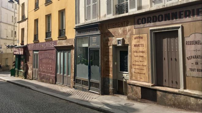 Coronavirus : deux rues de Paris plongées dans un décor d'Occupation après l'abandon d'un tournage