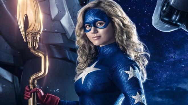 Stargirl : les nouveaux super-héros s'affichent sur le poster de la série