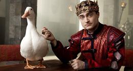 Miracle Workers saison 2 : la série avec Daniel Radcliffe revient sur Warner TV