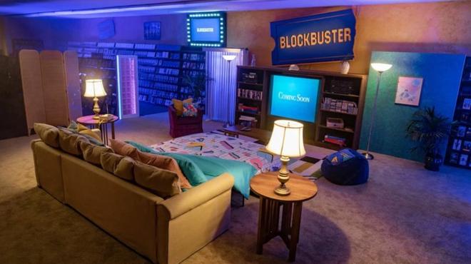 Airbnb propose une nuit de cinéma dans le dernier magasin Blockbuster
