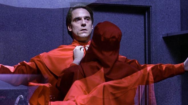 Faux-semblants : Rachel Weisz dans la série Amazon tirée du film de Cronenberg