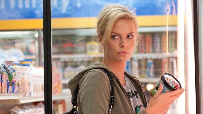 Young Adult sur Netflix : pourquoi la comédie avec Charlize Theron reste-t-elle à part dans le paysage hollywoodien ?