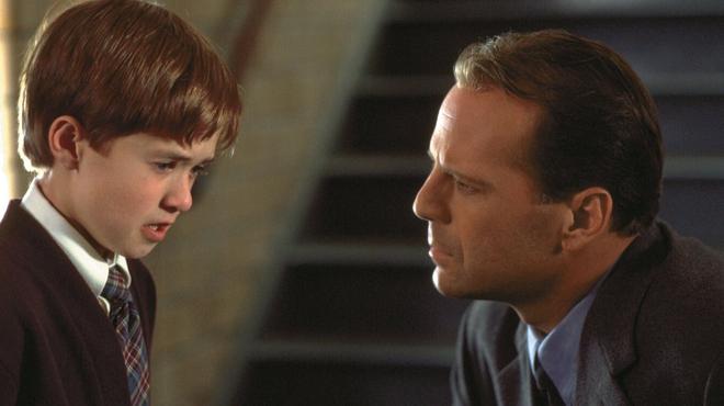 Sixième Sens sur Amazon Prime Video : pourquoi Disney a obligé Bruce Willis à tourner dans le film ?
