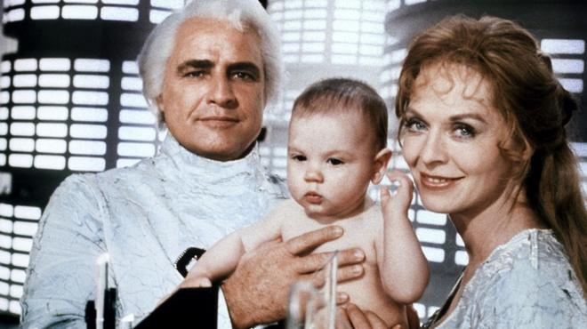 Superman : Marlon Brando voulait que le père du héros ressemble à un bagel !