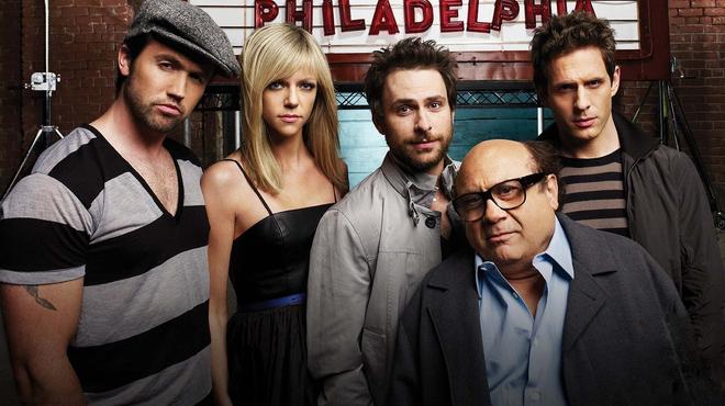 Philadelphia : FX annonce quatre nouvelles saisons pour la série avec Danny DeVito et Charlie Day