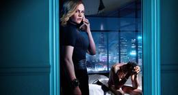 Flack : Anna Paquin sauve les célébrités dans le trailer de la série Amazon