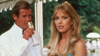 Mort de Tanya Roberts : James Bond Girl, Drôles de dames et star de That '70s show