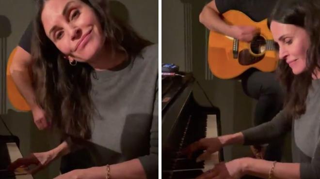 Friends : Courteney Cox reprend le célèbre générique au piano