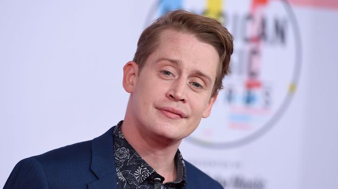 American Horror Story saison 10 : Macaulay Culkin s'affiche dans un étrange look