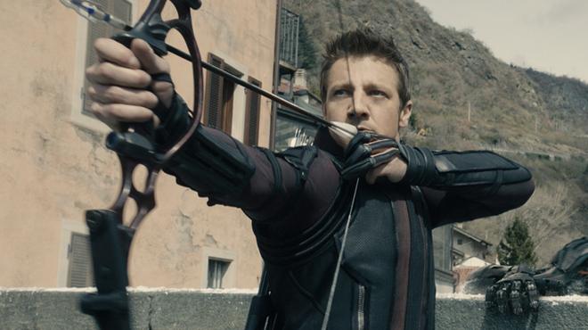 Hawkeye : Jeremy Renner enfile la tenue que les fans attendaient