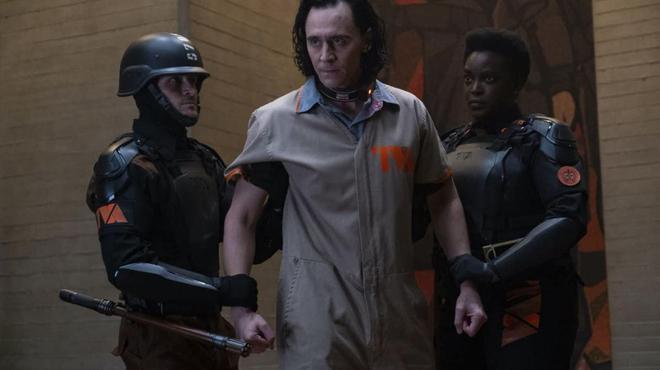 Théorie Loki : et si les Gardiens du temps tentaient d'appréhender La Sorcière Rouge ?