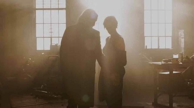 Matrix 4 : pourquoi Neo ne reconnaît pas Trinity dans la bande-annonce du film ?
