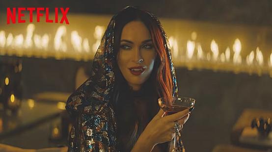 Night Teeth : Debby Ryan et Megan Fox dans le trailer du film de vampires Netflix