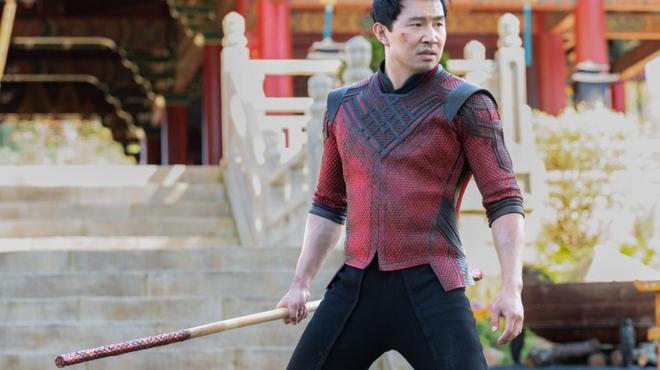 Shang-Chi : Simu Liu partage les coulisses de la scène du bus