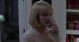 Scream : Drew Barrymore reçoit un nouvel appel de Ghostface dans une vidéo délirante