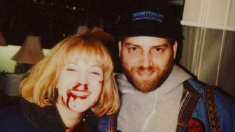 L'image du jour : Drew Barrymore et Robert Kurtzman sur le tournage de Scream en 1996