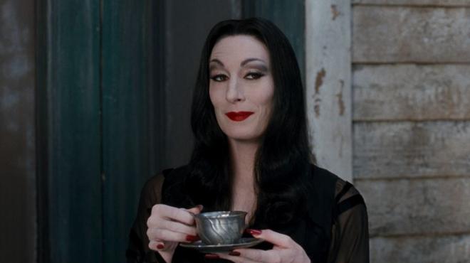 L'image du jour : La charismatique Morticia de La Famille Addams