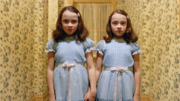 L'image du jour : reconnaîtriez-vous les jumelles du film Shining des années plus tard ?